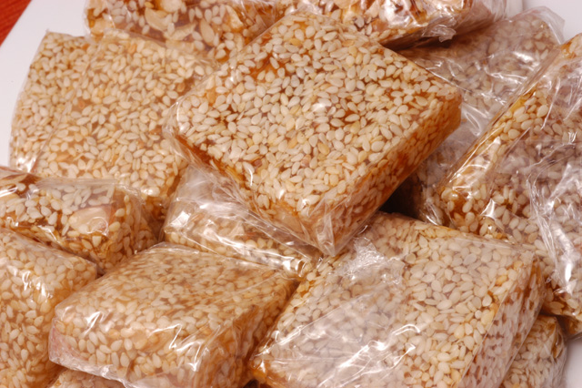 Sesame Candy Squared - (Keo Me Xung Vuong) - Full Pound