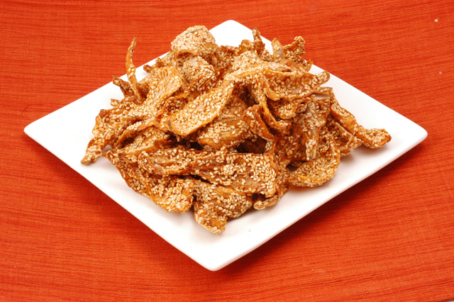 Dried Fish with Sesame Seeds (Kho Ca Me) - Full Pound